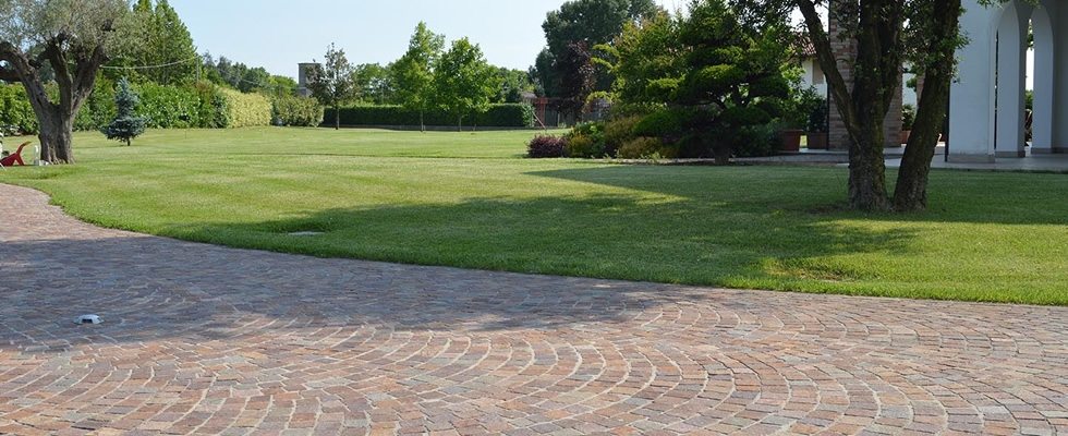 immagine pavimentazione in porfido di villa